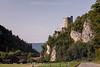 Die Burg Neu - Thierstein , auch als Schloss Thierstein bezeichnet ist die Ruine einer Spornburg zwischen Büsserach und Erschwil im Bezirk Thierstein , Kanton Solothurn - Sie gilt als Wahrzeichen des Lüsseltals und des Schwarzbubenlands - Die Burg steht auf einem Felssporn auf dem Boden der Gemeinde Büsserach © Patrick Lüthy/IMAGOpress