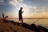 Paraguay - Encarnación : Pescadores en la Costanera sobre el Rio Parana en la ciudad de Encarnación / Evening at the Parana river in Encarnación  / Paraguay : Fischer am Fluss Parana in Encarnación © Amadeo Velázquez/LATINPHOTO.org