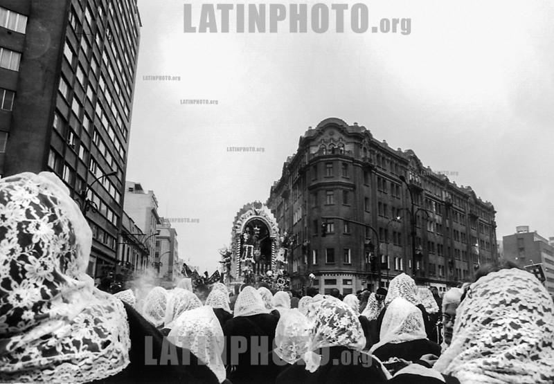 Peru : Señor de los Milagros , Procesión en Lima / Procession in Lima  / Peru : Prozession in Lima © Rob Zambrano/LATINPHOTO.org