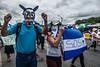 Nicaragua - Managua : 21/07/2018 Marcha solo el pueblo salva al pueblo y Masaya florecera en memoria de los caidos y las personas que estan encarceladas injustamente - La manifestacion culmino en la rotonda jean Paul Genie con oraciones y cantos a los muertos del 19 de abril / march in Managua on 21.07.2018 - Opposition calls for resignation of Ortega government / Nikaragua : Gedenkmarsch am 21.07.2018 in Managua - Oppositionelle fordern den Rücktritt der Regierung Ortega © Oscar Enrique Navarrete Aguilar/LATINPHOTO.org