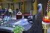 El Salvador : El beato Monseñor Oscar Arnulfo Romero será canonizado el 14 de octubre de 2018 por el Papa Francisco . En el mismo acto será canonizado el Papa Pablo VI quien fue maestro de Romero / Salvadorans celebrate the canonization of San Romero de América , made holy this October 14 , 2018 in the Catedral metropolitana de San Salvador / El Salvador : Salvadorianer feiern die Heiligsprechung von Oscar Romero am Grabmal in der Kathedrale von San Salvador © Antonio Herrera Palacios/LATINPHOTO .org