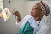 Cuba : Servicio estomatológico - Policlínico Antonio Maceo - municipio Cerro - 21 de julio de 2018 / Kuba : Eine Zahnärzin untersucht eine Patientin - Zahnarzt - Zahnärztlicher Dienst © Agustín Borrego Torres/LATINPHOTO.org