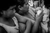 """COSTA RICA - SAN JOSE : Una mama alimenta a su hijo y habla con otras mujeres , ella y su familia perdieron su hogar en el incendio del caseriuo llamado el """" Futuro """" en San Rafael Alajuela / Costa Rica : Mutter mit Kinder in San Rafael Alajuela © Arnaldo Gonzalez Flores/LATINPHOTO.org"""