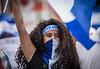 Nicaragua - Managua : 21/07/2018 Marcha solo el pueblo salva al pueblo y Masaya florecera en memoria de los caidos y las personas que estan encarceladas injustamente - La manifestacion culmino en la rotonda jean Paul Genie con oraciones y cantos a los muertos del 19 de abril / march in Managua on 21.07.2018 - Opposition calls for resignation of Ortega government / Nikaragua : Gedenkmarsch am 21.07.2018 in Managua - Oppositionelle fordern den Rücktritt der Regierung Ortega - Vermummte Demonstrantin © Oscar Enrique Navarrete Aguilar/LATINPHOTO.org