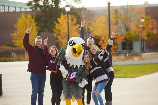 2019 UWL Fall Colors Students Vanguards Outside 0022