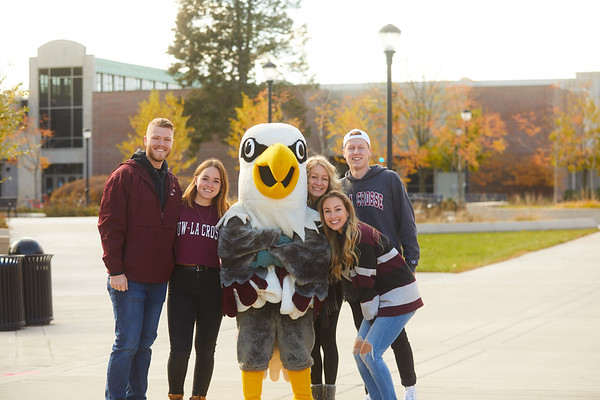 2019 UWL Fall Colors Students Vanguards Outside 0003