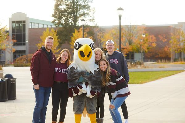 2019 UWL Fall Colors Students Vanguards Outside 0003