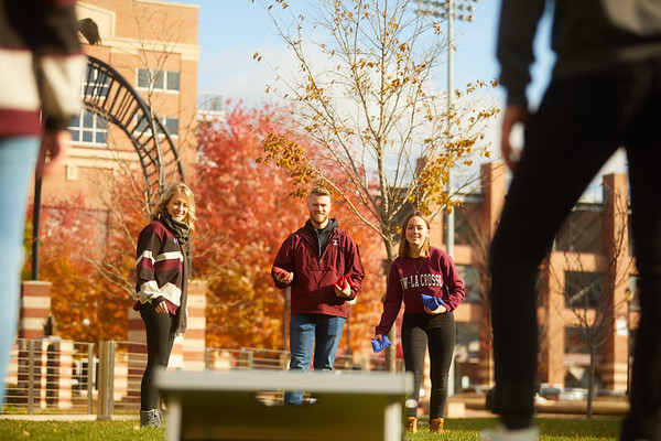 2019 UWL Fall Colors Students Vanguards Outside 0127