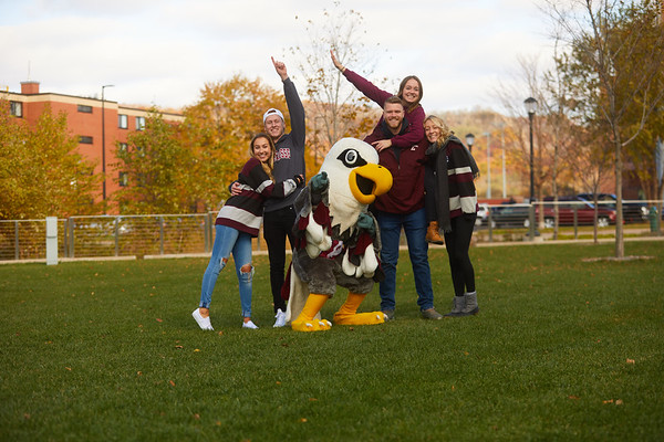 2019 UWL Fall Colors Students Vanguards Outside 0092