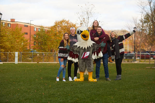 2019 UWL Fall Colors Students Vanguards Outside 0074