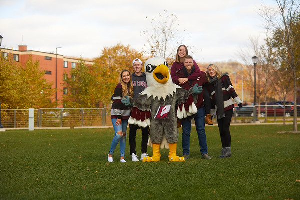 2019 UWL Fall Colors Students Vanguards Outside 0081