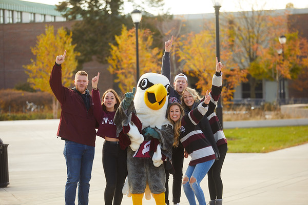 2019 UWL Fall Colors Students Vanguards Outside 0019