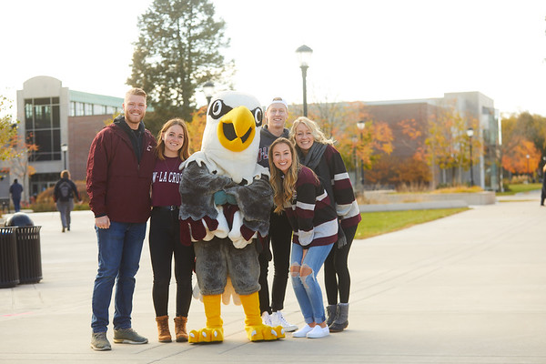 2019 UWL Fall Colors Students Vanguards Outside 0008