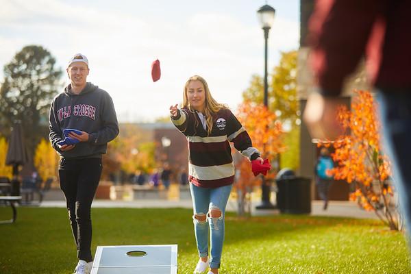 2019 UWL Fall Colors Students Vanguards Outside 0182