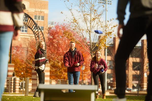 2019 UWL Fall Colors Students Vanguards Outside 0139