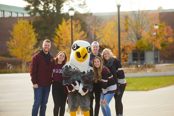 2019 UWL Fall Colors Students Vanguards Outside 0010