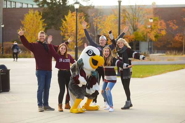 2019 UWL Fall Colors Students Vanguards Outside 0038