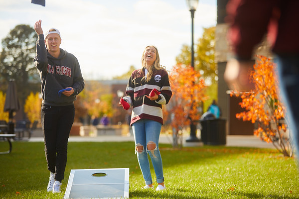 2019 UWL Fall Colors Students Vanguards Outside 0186