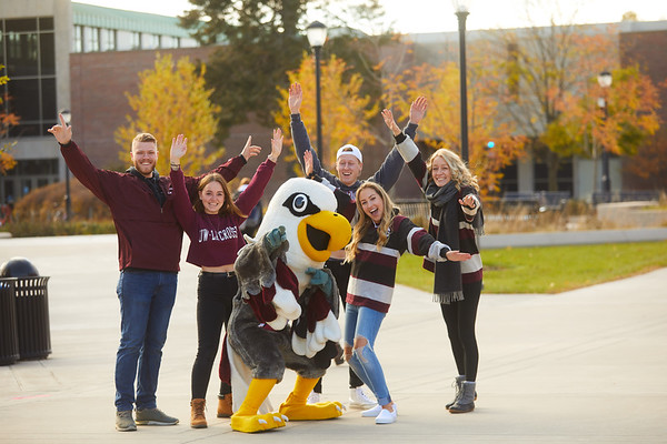 2019 UWL Fall Colors Students Vanguards Outside 0033