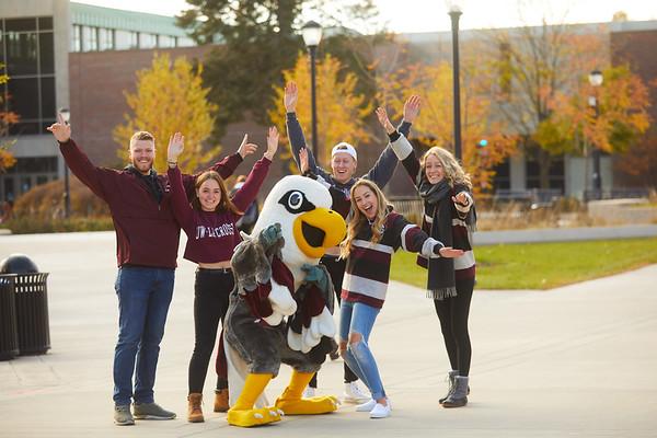 2019 UWL Fall Colors Students Vanguards Outside 0033