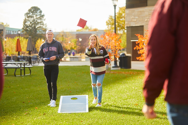 2019 UWL Fall Colors Students Vanguards Outside 0192