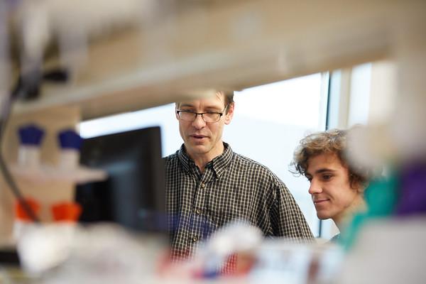 2019 UWL Biology Todd Osmundson Interns from Carlton College   0052
