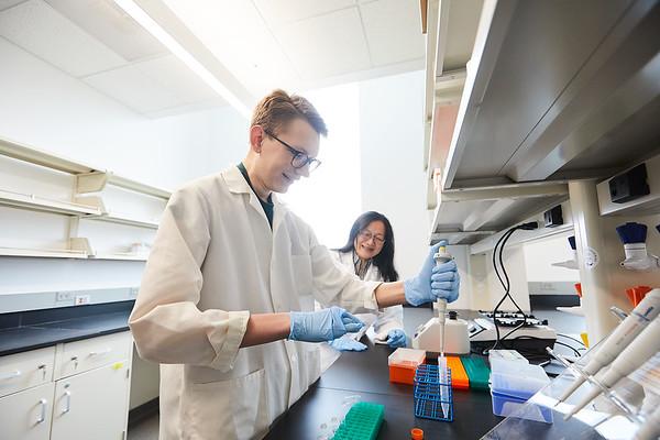 2020 UWL Eagle Apprentice  Sumei Liu Matthew Wright Biology Lab 0088