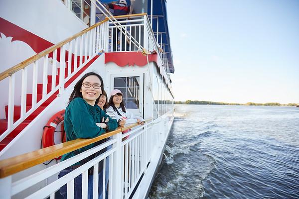 2019 UWL IEE Student La Crosse Queen Riverboat Tour 0066