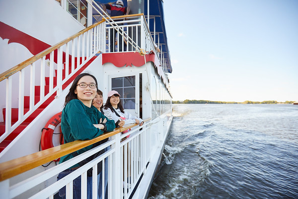 2019 UWL IEE Student La Crosse Queen Riverboat Tour 0065