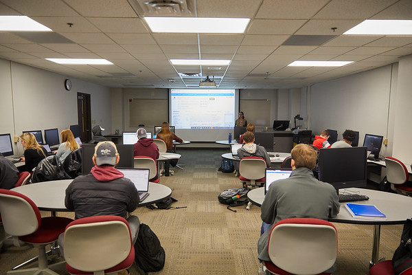 2019 UWL Murphy Library Students Classroom 0059