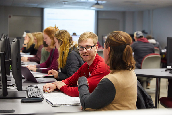 2019 UWL Murphy Library Students Classroom 0014