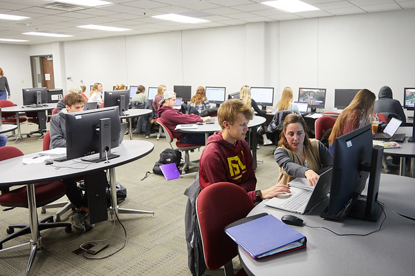 2019 UWL Murphy Library Students Classroom 0078