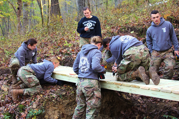 2019 UWL ROTC Students Bridge Build Hixon Forest 0012