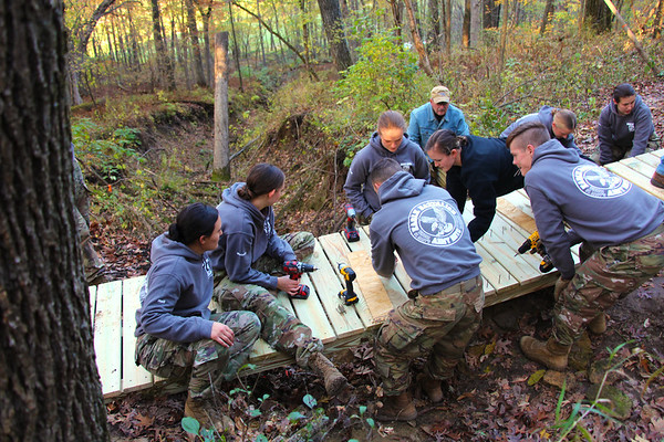 2019 UWL ROTC Students Bridge Build Hixon Forest 0011