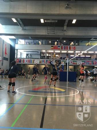 Girls Varsity Volleyball Travels to Zurich for ISSL Tournament