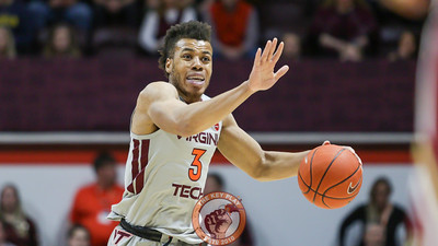 Wabissa Bede signals to one of his teammates in the first half. (Mark Umansky/TheKeyPlay.com)