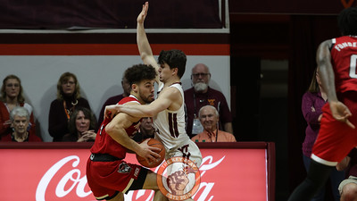 Hunter Catoor defends NC State's Devon Daniels in the first half. (Mark Umansky/TheKeyPlay.com)