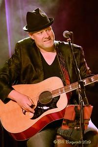 Neil Mac - Ryan Lindsay - Station 04-19 189