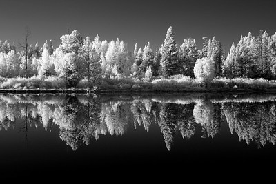 DA105,Reflections,Yellowstone in Infrared
