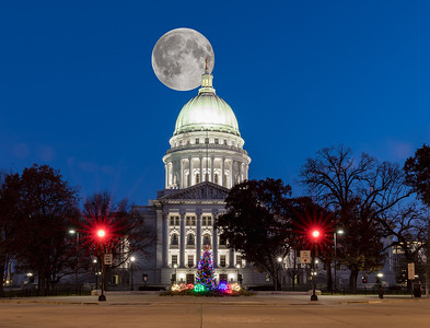DA029,DA,Moon over Madison