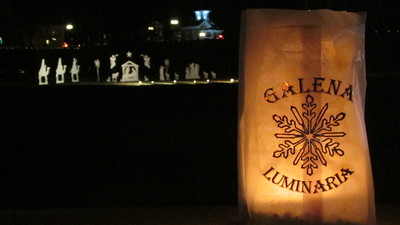 DA104,DJ,City of Galena, Illinois celebrates Christmas with an evening of lighted luminaria
