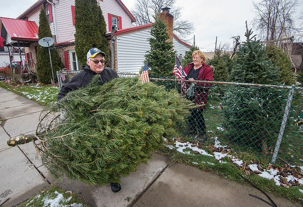 James Neiss/staff photographer <br /> Niagara Falls, NY - Nancy Chandler is all smiles watching Phil Palmeri of the Town of Niagara head out with this years Christmas Tree from Chandler's Tree's on 72nd Street near Niagara Falls Boulevard. Chandler's Tree's has been in business since 1983 and Palmeri said he's been buying trees there since 1997.