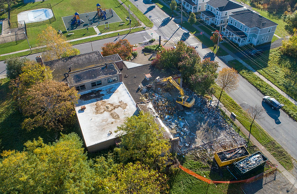 James Neiss/staff photographer <br /> Niagara Falls, NY - Demolition has begun on the old North End Community Center at the corner of 15th and Center.