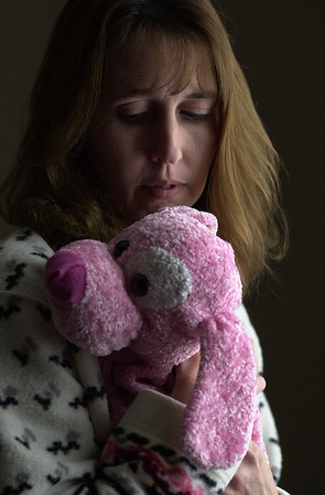 030103 bolender mom/dan cappellazzo photo/story/NF- the mother of Jennifer Bolender, Tina Balsano, holds Jen's favorite stuff animal. Her mother said she slept with it all the time.
