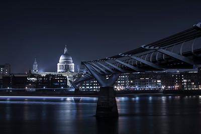 DA105,DT,Saint Pauls Cathedral at the end of Millenium Bridge (London)