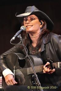 Terri Clark - CCMA plaque concert - NMC 05-19 355