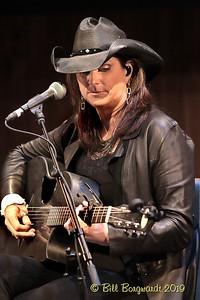 Terri Clark - CCMA plaque concert - NMC 05-19 376