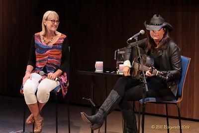 Jackie Rae & Terri Clark - CCMA plaque concert - NMC 05-19 399