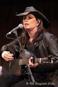 Terri Clark - CCMA plaque concert - NMC 05-19 386