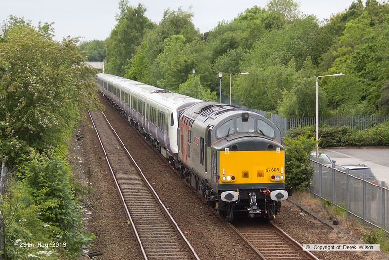 190529-002  Rail Operations group (ROG) class 37 No. 37608 Andromeda is seen passing Tenter Lane, Mansfield, with CrossRail electric unit No. 345023 in tow, running as 5Q26, 12:16 Old Dalby - Worksop Down Reception. With the opening of CrossRail being delayed until sometime next year, or maybe even beyond, the completed stock will be laid up until required, hence 345023 heading to Worksop for storage.